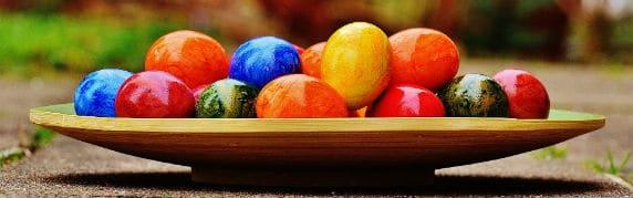 buffet coloré pour fêter Pâques